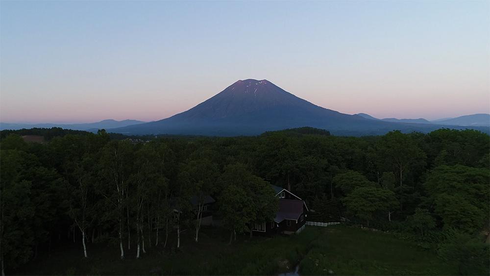 北海道虻田郡羊蹄山夕景ドローン空撮画像