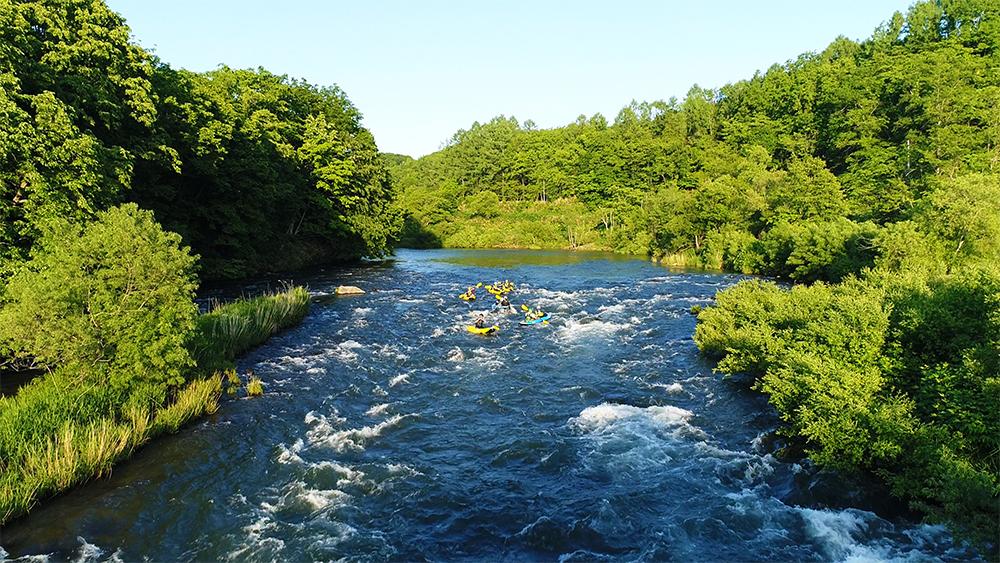 北海道虻田郡尻別川ラフティングドローン空撮画像