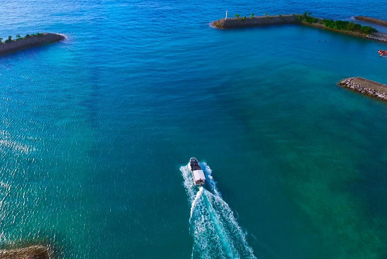 テレビ番組沖縄県遊覧船ドローン空撮画像