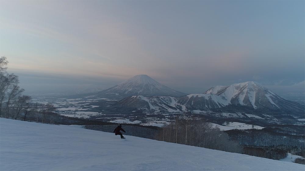 北海道虻田郡留寿都村ルスツリゾートスキー場スノーボーダードローン空撮画像